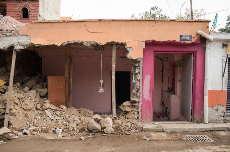 Una edificación severamente dañada por el terremoto se ha vuelto inhabitable en San Gregorio, Xochimilco. ©Jordi Ruiz Cirera