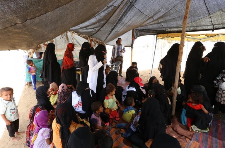 Además, el equipo está realizando actividades de salud mental dirigidas a los niños y estamos proporcionando agua a los campamentos.