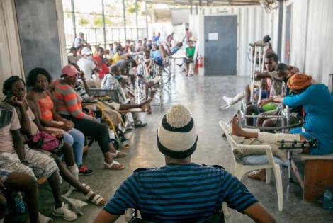 El departamento de consultas externas de nuestro hospital de traumatología en Tabarre recibe recibe aproximadamente 80 pacientes por día. Haití, diciembre de 2020
