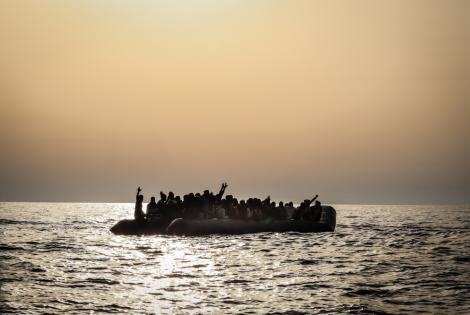 Al amanecer del 23 de agosto de 2020, los equipos de MSF a bordo del Seawatch rescataron a 97 personas de un bote de goma en peligro. Los hombres, mujeres y niños fueron vistos en aguas internacionales, a unas 30 millas náuticas de Libia.