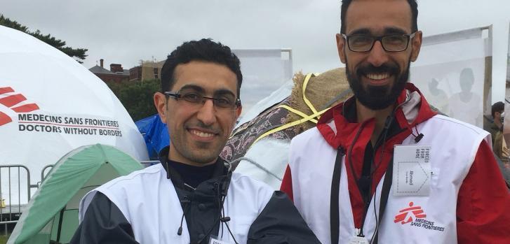 """Ahmed Abdalrazag nació en Irak. Trabajó con Médicos Sin Fronteras (MSF) en un campo de refugiados en Túnez en 2011. Experimentó muchas de las dificultades que actualmente están siendo discutidas en la muestra """"Forced from home"""" que la organización está re"""