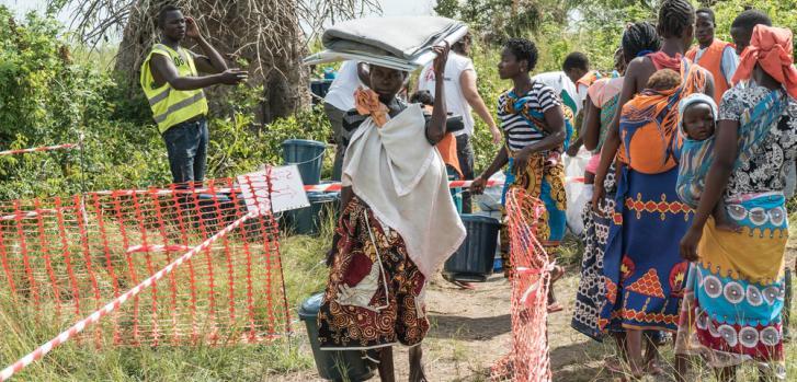 Distribución de artículos de primera necesidad en Mozambique