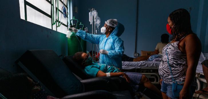 En Porto Velho, capital del estado de Rondônia en Brasil, apoyamos las Unidades de Atención de Emergencia (conocidas localmente como UPA), implementamos pruebas rápidas de antígenos y realizamos seguimientos de pacientes de alto riesgo con COVID-19