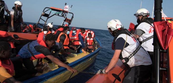 El 5 de agosto, nuestros equipos realizaron el primer rescate después de que nuestro barco, el Geo Barents, fuera detenido por las autoridades italianas durante 24 días. Rescatamos a 25 personas que intentaban cruzar el Mar Mediterráneo