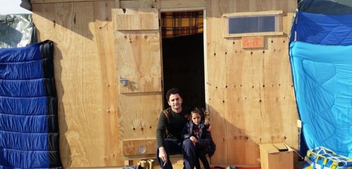 Hrem Jwamer  huyó con su hija y el resto de su familia de su ciudad cerca de Mosul, Irak ©Nicolas Beaudoin/MSF