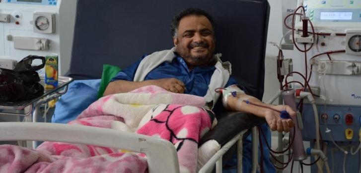 Sesión de diálisis en Yemen