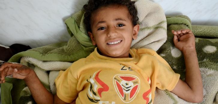 """Ishaq fue herido en la pierna por """"dos hombres jugando con armas""""  y se recuperó en la clínica pediátrica de Médicos Sin Fronteras en Taiz, Yemen. ©Malak Shaher/MSF"""