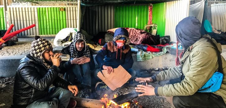 Las condiciones de vida de los refugiados en Porte de la Chapelle, en París, Francia.