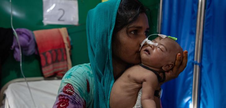 Refugiados que huyen de Myanmar a Bangladesh