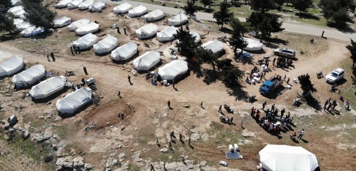 El 9 de marzo de 2020, un equipo de MSF distribuyó material de calefacción en un campamento para desplazados internos en el noroeste de Siria. Vista aérea del campamento donde se realizó dicha distribución.