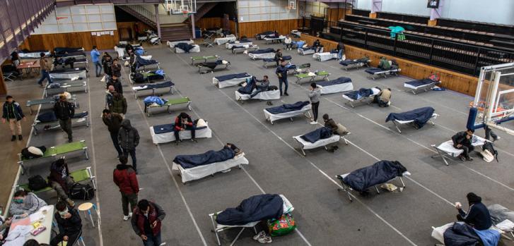 Médicos Sin Fronteras inició actividades relacionadas con el nuevo coronavirus COVID 19 en Francia, centrándose en personas vulnerables que viven en la calle, como los migrantes.