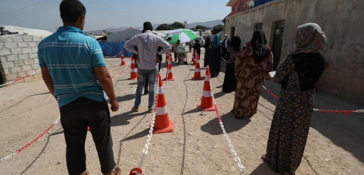 Nos comprometimos desde abril de 2020 a distribuir kits de higiene a las personas desplazadas que viven en campos en el noroeste de Siria.