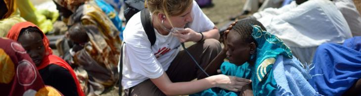 Enfermera Emma atiende a Amal, Sudán del Sur ©Shannon Jensen