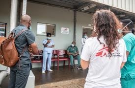 Los disturbios han impedido la prestación de atención médica esencial al impedir que los y las pacientes, así como el personal médico y los suministros esenciales, lleguen hasta los centros de salud. Sudáfrica, febrero de 2021