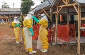 Centro de Manejo de Casos de Ébola en Guéckédou, Guinea. © Laura Bianchi/MSF