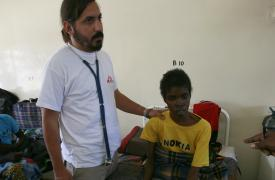 Lucas Molfino trabajando con Médicos Sin Fronteras en Zambia ©MSF