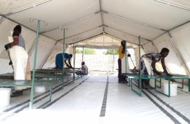 Preparando el Centro de Tratamiento del Cólera © MSF