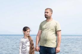 Marwan y su hija, iraquíes en Moria. Tuvieron que huir de Bagdad.