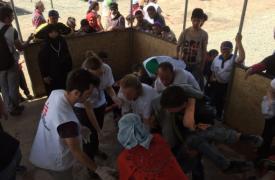 Médicos Sin Fronteras  trata a cientos de heridos después de la violencia frontera entre Grecia y la antigua Macedonia