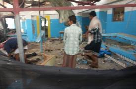Cómo quedó el hospital apoyado por MSF en Abs, Yemen, luego del ataque aéreo de la Coalición liderada por Arabia Saudita ©MSF
