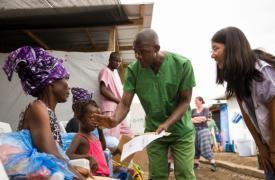 Foto: Jackson K.P. Naimah en el Centro de Tratamiento de Ébola ELWA 3, en Monrovia. © Fernando Calero/MSF