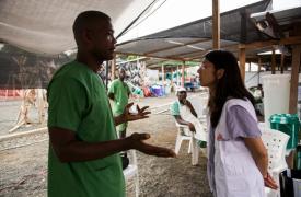 Joanne Liu en el Centro de Tratamiento de Ébola MSF de ELWA3 en Sierra Leona.