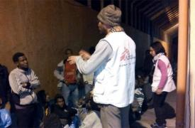 Personal de MSF atiende a los migrantes llegados a Pozzallo el pasado domingo © MSF