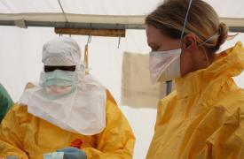 Trabajadores de Médicos Sin Fronteras (MSF) en Sierra Leona. © Karin Ekholm/MSF
