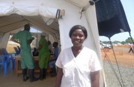 Salomé Karwah sobrevivió al Ébola, y ahora cuida ahora a enfermos en el centro de tratamiento de Médicos Sin Fronteras ELWA 3, Monrovia, Liberia.
