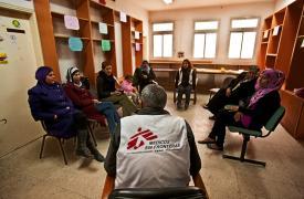 Sesión grupal de psicoterapia de Médicos Sin Fronteras en Hebrón