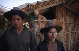 Andrés y Elena viven en Tipa Pampa, Aiquile, Bolivia. Su casa tenía vinchucas (el insecto que transmite la enfermedad de Chagas) y fue fumigada por Médicos Sin Fronteras. ©MSF (Foto de octubre 2013)