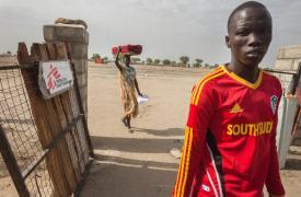 Entrada al hospital de Leer, Sudán del Sur, en marzo 2015 cuando todavía estaba activo. Petterik Wiggers/Hollandse Hoogte