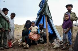 Familia de desplazados por la violencia viviendo en una pequeña carpa Malak Shaher/MSF