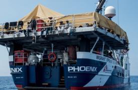 El barco Phoenix en una operación de rescate el 6 de Junio