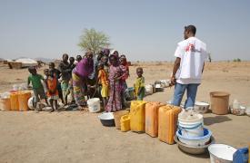 Distribución de agua de MSF en el campo Minawao (de desplazados por los ataques de Boko Haram)