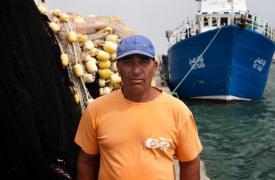 Slah es un pescador-buceador tunecino que recibió entrenamiento de MSF para tratar los cuerpos que encuentra en el mar. Albert Masias/MSF
