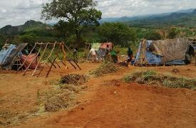 Refugiados de Mozambique huyen a Malaui donde viven en condiciones extremadamente precarias. Bote Zamadenga/MSF