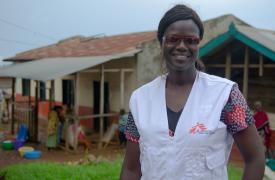 Mame Anna Sane, líder del equipo médico, durante una visita al centro de Biakato