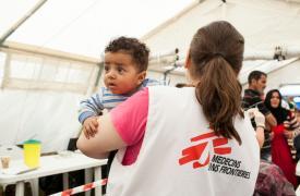 Vacunación de MSF en el campo Evzoni, cerca del campo de Idomeni, en Grecia