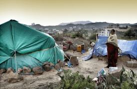 Mujer desplazada interna que vive en una carpa en el área de Al-Batra, Taiz ©Mohammed Sanabani/MSF