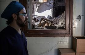 El doctor Abu Wasim, en un hospital del este de Alepo que fue bombardeado a mediados de octubre. Foto del 10 de noviembre. ©KARAM ALMASRI/MSF