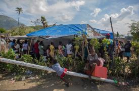 Fila en una de las clínicas móviles de Médicos Sin Frontears en Côteaux, Haití  ©Jeanty Junior Augustin