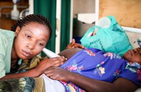 Una mujer embarazada siendo examinada en Masisi, República Democrática del Congo. Foto ilustrativa.