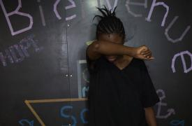 Awa, 23 años, de Camerún, abordo del barco de búsqueda y rescate de Médicos Sin Fronteras, en aguas internacionales, Mar Mediterráneo.