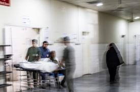 Nuestro hospital en Adén (Yemen) fue inaugurado en 2012 y está en el centro de la ciudad. A pesar de los combates, el hospital sigue abierto y en pleno funcionamiento.