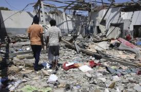Vista de los escombros tras el ataque al centro de detención de Tayura, en el este de Trípoli (Libia), el pasado 3 de julio de 2019.