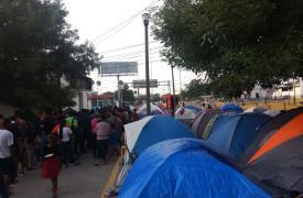 """Desde la implementación del """"Protocolo de Protección a Migrantes"""" en Matamoros, Tamaulipas, Médicos Sin Fronteras ha visto a cerca de 100 personas reingresar diariamente al país, en una ciudad sin capacidad para recibirlas."""