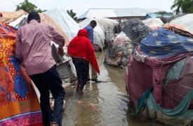 Un asentamiento para desplazados internos, completamente inundado debido a las fuertes lluvias en el distrito de Beledweyne, en el centro de Somalia.