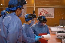 Todos los días el equipo médico revisa el estado de cada paciente en el centro COVID-19 en Tamaulipas, México.