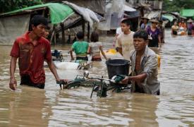 Inundaciones en Myanmar © EPA/NYUNT
